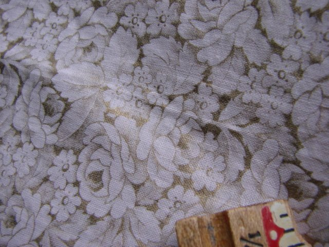 """Vintage 50s Pink & Gold Fabric  Quilt Floral 35"""" x 2yd"""