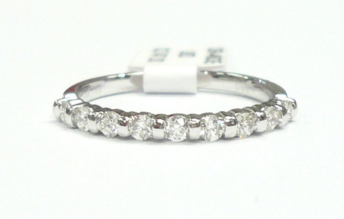 18K White Gold 0.31cts. Diamond Wedding Band
