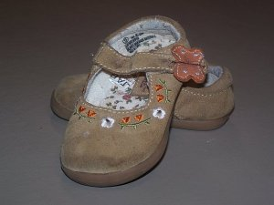 Cherokee tan shoes size 5