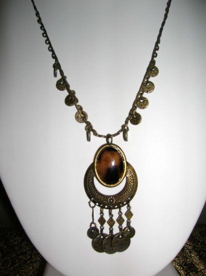 Necklace with brown pendant