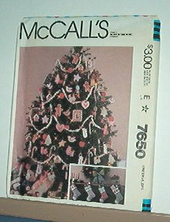 Sewing Pattern McCall's ornaments, stockings, frames w transfers