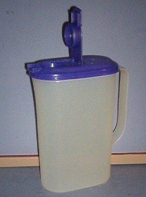 """Tupperwear Juice pitcher - 5.5""""X3""""X9"""" - sealing spout - Tupperwear - great shape"""