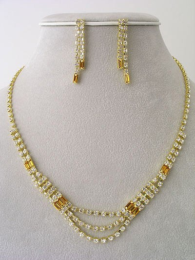 """Valentino"" Necklace/Earring Set Reg $39.99"