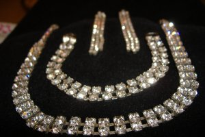 Unique rhinestone necklace, bracelet and earring set