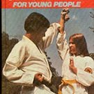 KARATE FOR YOUNG PEOPLE by RUSSELL KOZUKI 1979 CHILDREN'S OR TEEN HARDBACK BOOK VERY GOOD