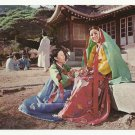 GIRLS WITH TRADITIONAL DRESS ~ KOREAN VINTAGE ORIGINAL COLOR POSTCARD UNUSED NEAR MINT 1979 # D3