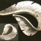 Sarah Coventry pin gold tone leaf brooch burnished jewelry