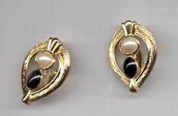 Avon Classic Contrast Clip Earrings