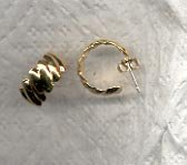 Avon Scalloped Hoops Pierced Earrings- small- Goldtone
