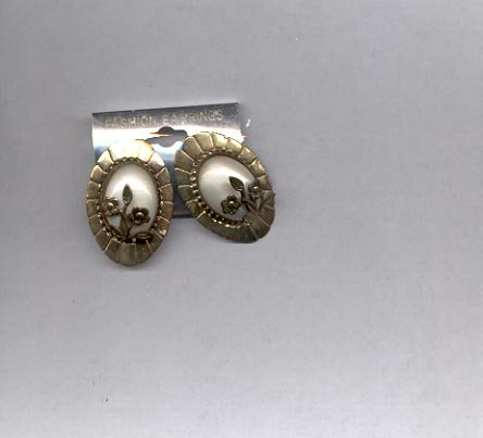 Goldtone with white in the center pierced earrings. (#56).