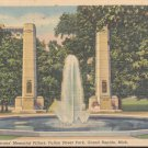 World War Veterans Memorial Pillars Fulton Street Park, Mich.   Postcard  (#320)