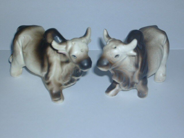 Vintage Oxen Bulls Salt & Pepper Shaker Set