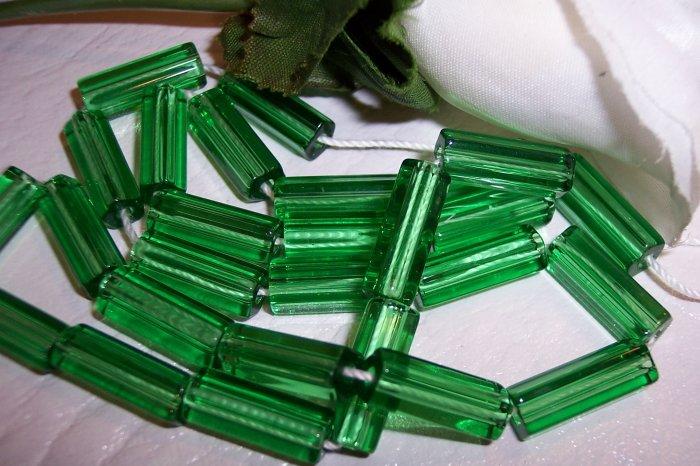 ATLAS 5-sided glass bead 15/6 MED. GREEN q/27