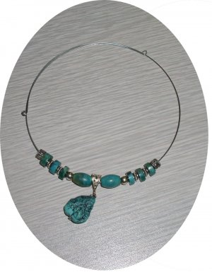 TURQUOISE PENDENT WITH BEADS & STERLING ON MEMORY WIRE TMW23024