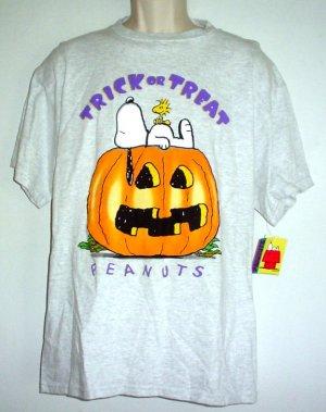 New Snoopy Halloween tee shirt Large