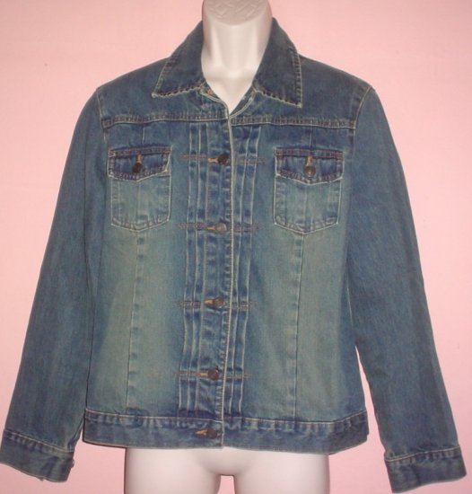 Denim Jacket Gap Size Large 40 inch chest 24 inch sleeve 26 inch length.