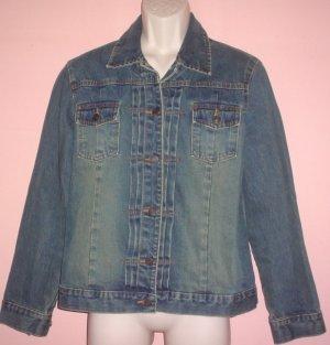 Denim Jacket Gap Size Large 40 inch chest 24 inch sleeve 26 inch length.