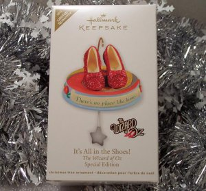 2011 Hallmark It's All in the Shoes! Special Edition Wizard of Oz Magic Sound New