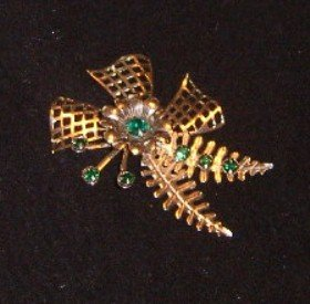 Free Shipping Vintage 1950's Gold Wash Pin with Green Rhinestones / Leaf and Bow