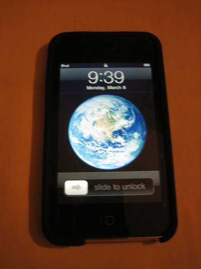 Excellent Working Condition Apple iPod Touch 2nd Generation 16GB w/ accessories