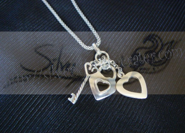 N011long necklace with 3hearts pendant