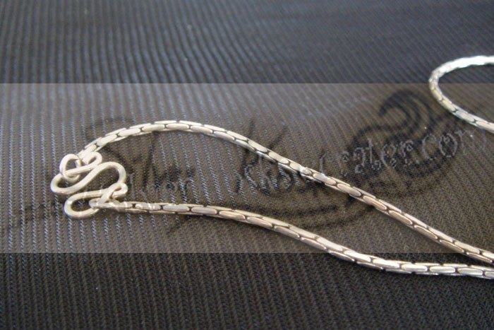 N010Plain designed necklace
