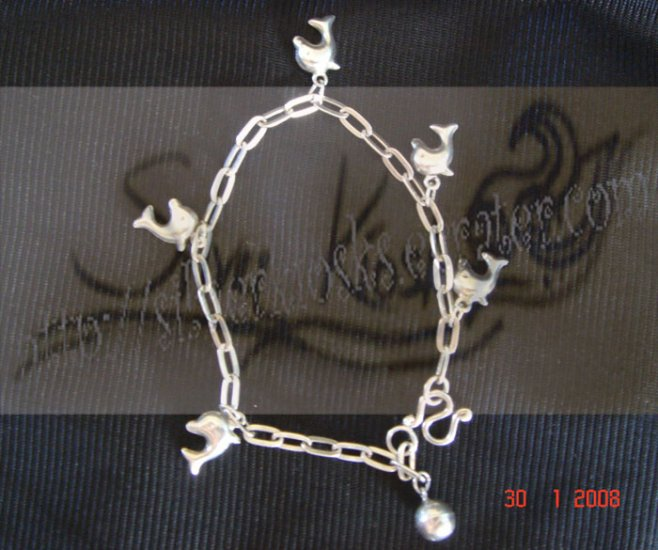 B01bracelet decorate with small dolphins pendant