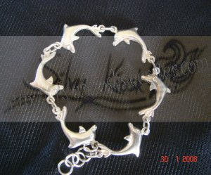 B02Dolphins bracelet