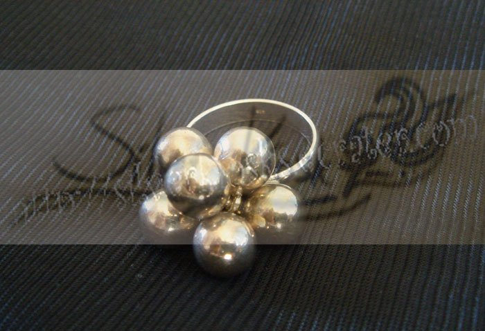 R013ring decorate with silver balls