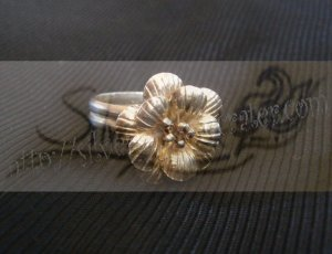 R015ring with cherry blossom flower