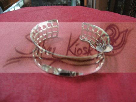 B034 Square carve bracelet