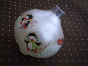 VINTAGE 1985 HALLMARK CHRISTMAS BALL ORNAMENT PENGUIN GOOD TIMES WITH GOOD FRIENDS