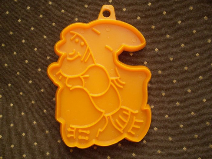 VINTAGE COOKIE CUTTER HALLMARK ORANGE WITCH HALLOWEEN