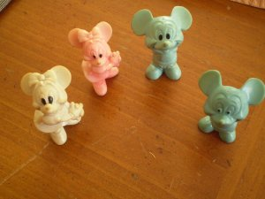 LOT 4 VINTAGE RUBBER DISNEYLAND FIGURE MICKEY & MINNIE MOUSE DISNEY