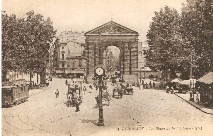 Bordeaux La Place de la Victoire - SVI  b&w postcard