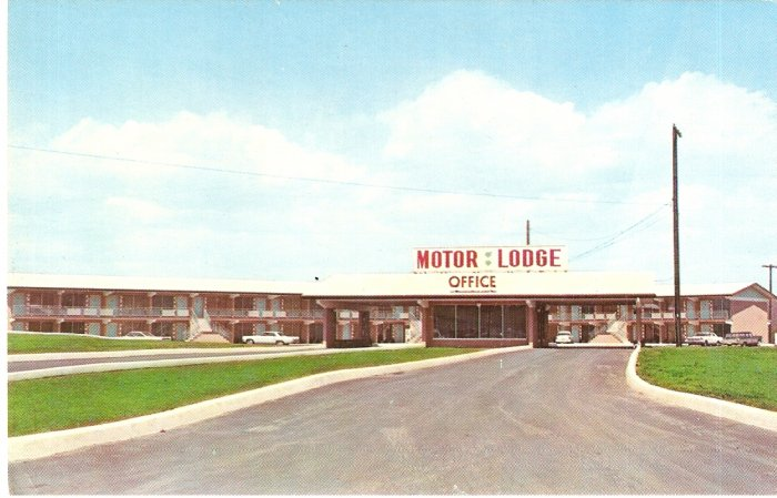 Plaza Motor Lodge Breezewood PA vintage postcard