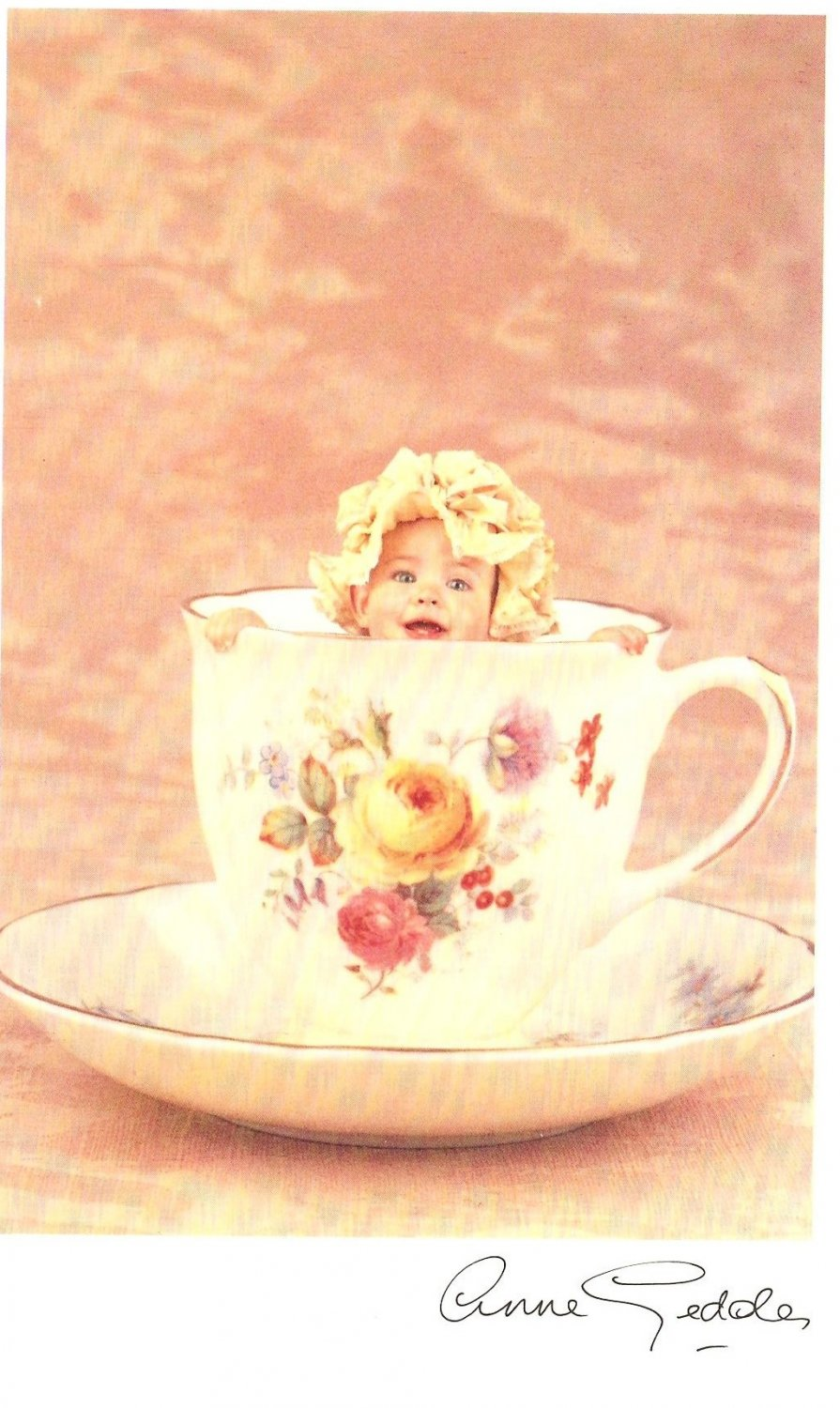 Anne Geddes Postcard 1995 605-009 Baby in Tea Cup 4x6