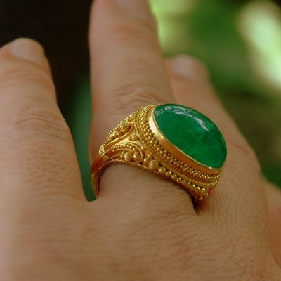 Magnificent Handmade 22K Gold & Emerald Cabochon Ring
