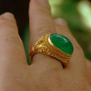 Magnificent Handmade 22K Gold & Emerald Cabochon Ring