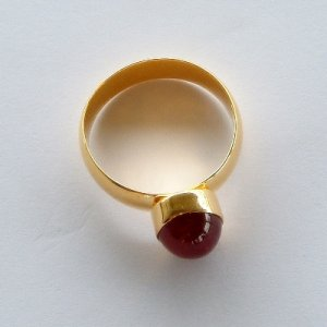 18K (73.23%) Solid Gold with Ruby Cabochon Ring
