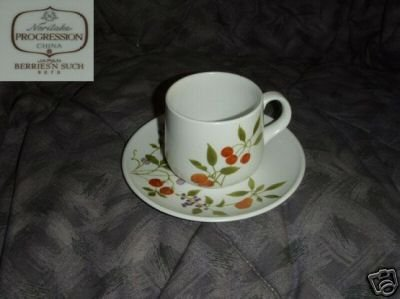 Noritake Berries 'n Such 4 Cup and Saucer Sets