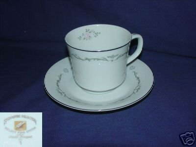 Signature Petite Bouquet 4 Cup and Saucer Sets