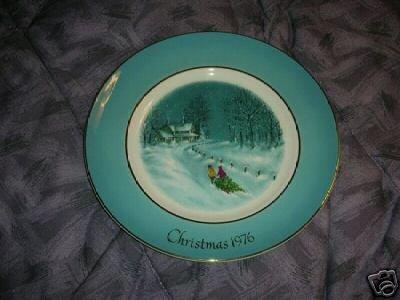 Avon 1976 Christmas Plate Bringing Home the Tree NIB