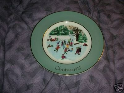 Avon 1975 Christmas Plate Skaters on the Pond NIB