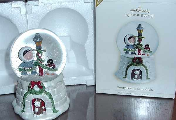 HALLMARK 2006 FROSTY FRIENDS SNOW WATER GLOBE LTD