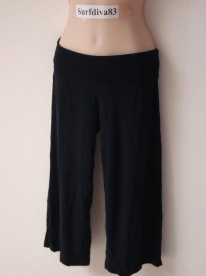 NwT M NIKE DRI-FIT Women Yoga Capri Pants New Black