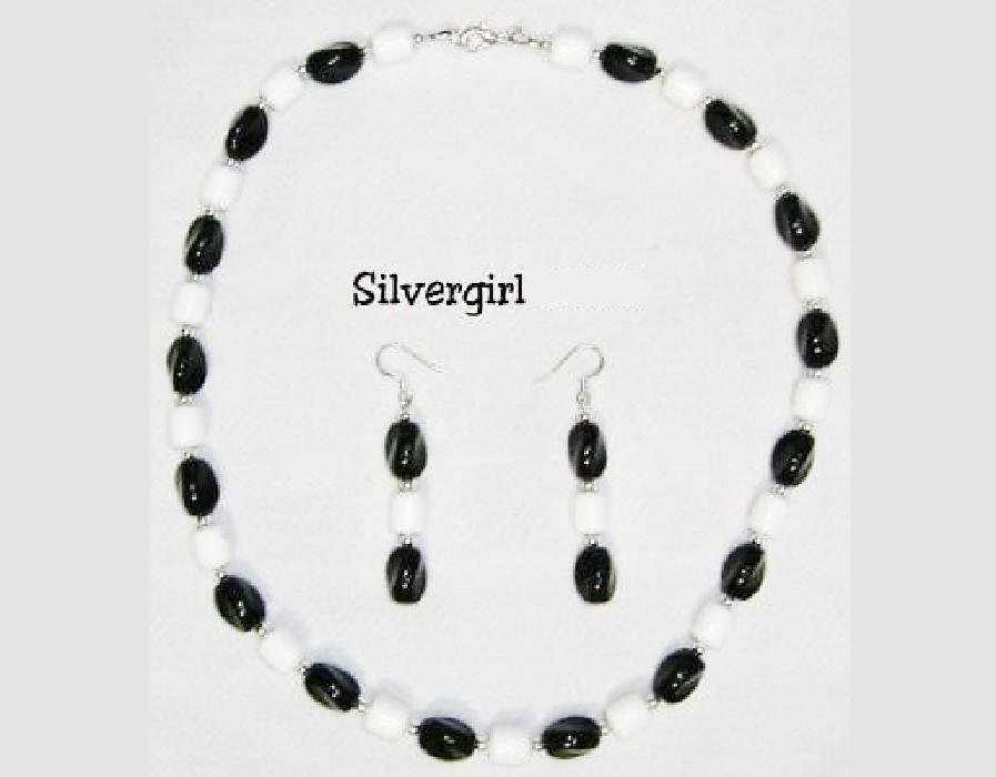 Black and White Glass Crystal Necklace and Earrings
