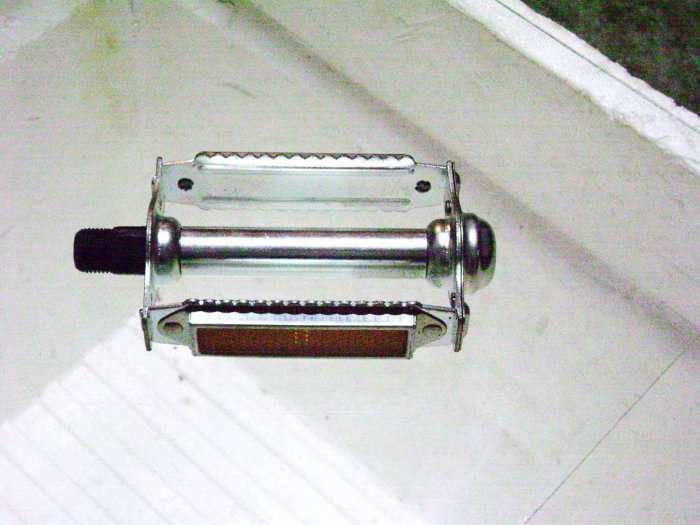 """Rat Trap bicycle Pedals, PAIR  for 3-piece crank. Spindle diameter 9/16"""" ... S&H is $5.95 or $2.95"""