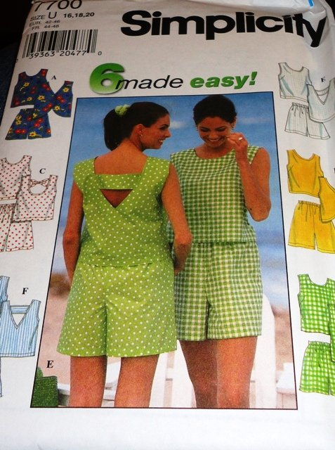 Plus Size Summer Shorts Tops Sewing Pattern Simplicity 7700 Size 16 18 20