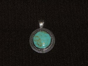 Round Turquoise silver pendant - 8247